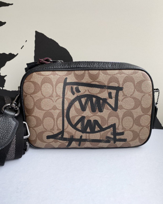 COACH VALE JES CROSSBODY IN SIGNATURE CANVAS WITH REXY BY GUANG YU (QB/KHAKI BLACK MULTI)