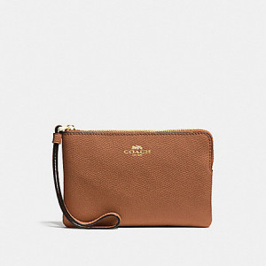 COACH CORNER ZIP WRISTLET IN CROSSGRAIN LEATHER (LIGHT GOLD/SADDLE 2)