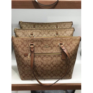 COACH GALLERY TOTE IN SIGNATURE CANVAS (KHAKI/SADDLE) - ESTIMATED TIME ARRIVAL (ETA) 26 APRIL 2021