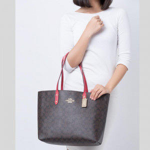 COACH TOWN TOTE IN SIGNATURE CANVAS (IM/BROWN/TRUE RED)