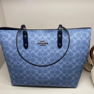 COACH TOWN TOTE IN SIGNATURE CANVAS (SILVER/LIGHT DENIM MIDNIGHT)