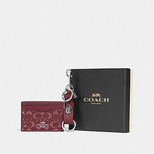 COACH BOXED CARD CASE AND VALET KEY CHARM GIFT SET IN SIGNATURE LEATHER (SV/WINE)