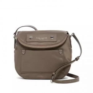 MARC JACOBS PREPPY NYLON MINI NATASHA CROSSBODY (QUARTZ GREY)