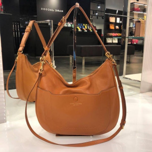 MARC JACOBS EMPIRE CITY LEATHER HOBO CROSSBODY  (PECAN)