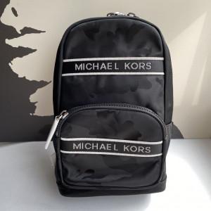 MICHAEL KORS KENT COMMUTER SLINGPACK (BLACK)