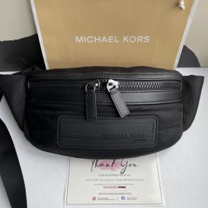 MICHAEL KORS KENT SPORT BELT BAG (BLACK)