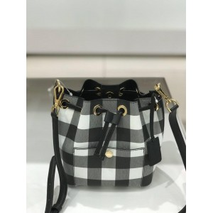 MICHAEL KORS GREENWICH SMALL BUCKET CROSSBODY LEATHER (BLACK/OPTW/BLACK)