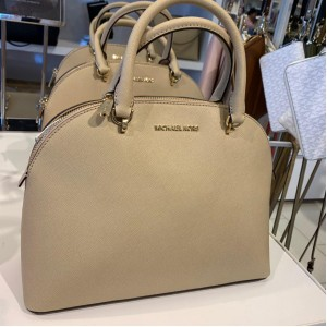 MICHAEL KORS EMMY LARGE DOME SATCHEL (BISQUE)