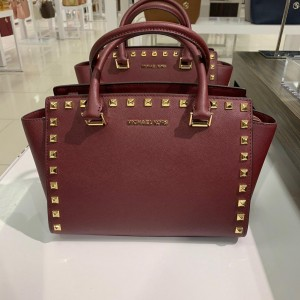 MICHAEL KORS SELMA STUD MEDIUM TZ SATCHEL (MERLOT)