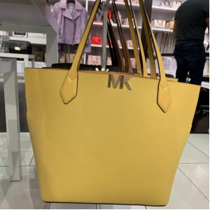 MICHAEL KORS MONTGOMERY LARGE BONDED TOTE (DUSTY DAISY)